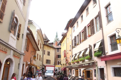 Near the Lake Annecy, here is the busiest area full of tourists and shops.