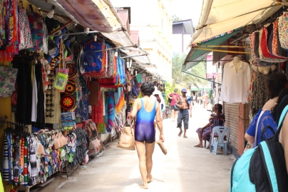 Market on Phi Phi Island. (@Fashionmimo)