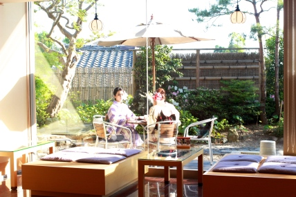 Tea house near Kiyomizu-dera. (@Fashionmimo)